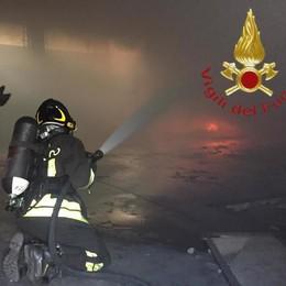 Como, incendio in via Venini Fiamme nel capannone ex Poste