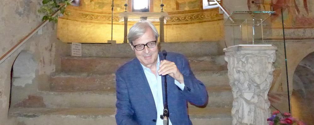 Sgarbi a Cantù: «Bellezze dell'arte  e grandi artigiani, città promossa»