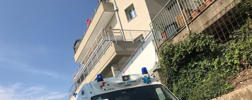 Tavernerio, cade dalla scala  Grave in ospedale un operaio