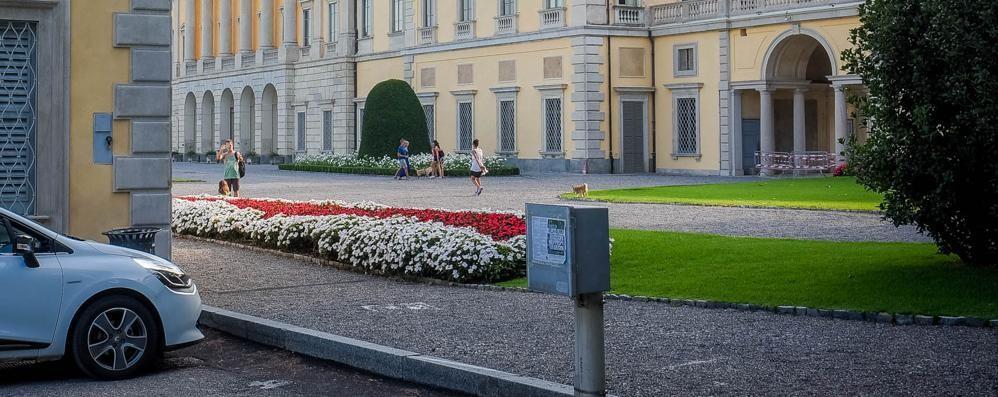 Villa Olmo, parco incustodito  Il sindaco promette: «Interverremo»