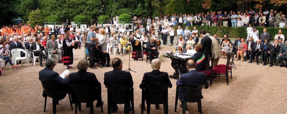 Erba celebra i benemeriti dell'Eufemino  Piazza nuova e fontana in funzione