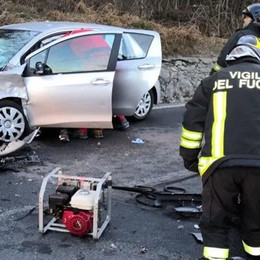 Frontale tra due auto  Tre feriti a Montorfano
