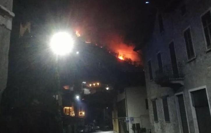 Tornano gli incendi nei boschi  Fiamme nella notte a San Siro