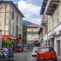 Ponte Chiasso, residenti esasperati  «Quanti danni il turismo alcolico»