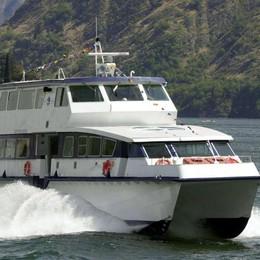 Catamarano contro battello  Paura al pontile, vetri rotti   e tre passeggeri contusi
