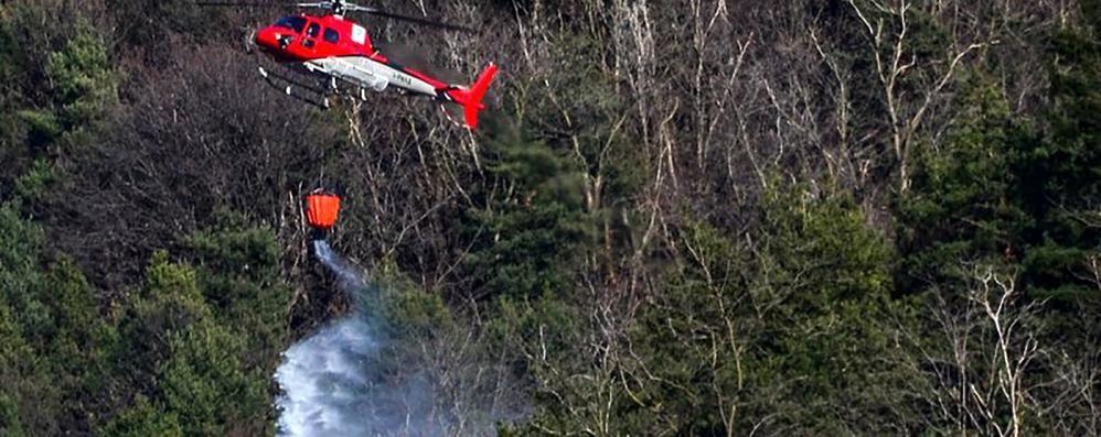 Tavernerio, emergenza incendi  «Bruciare è vietato  Arriveranno le multe»