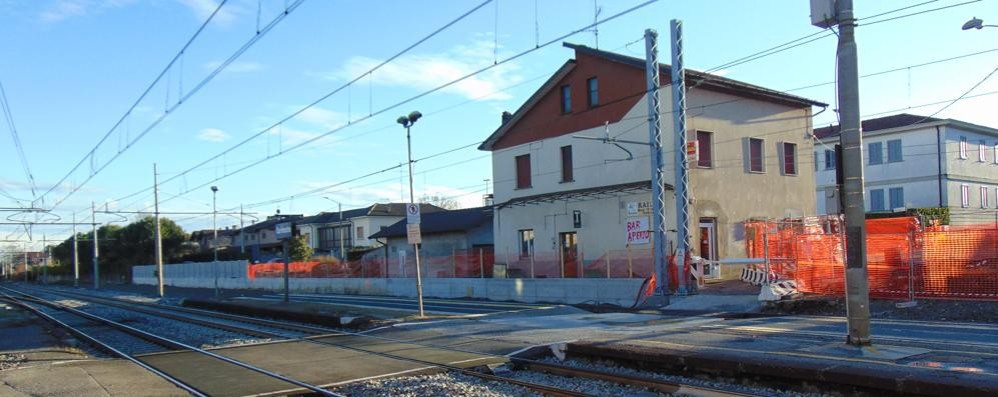 Carimate, treno esce dai binari    Giornata da incubo per i pendolari