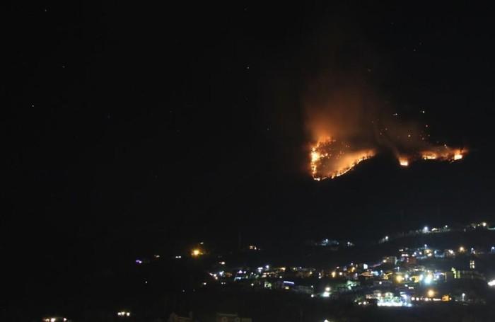 Sorico incendio devasta ettari di bosco e di montagna