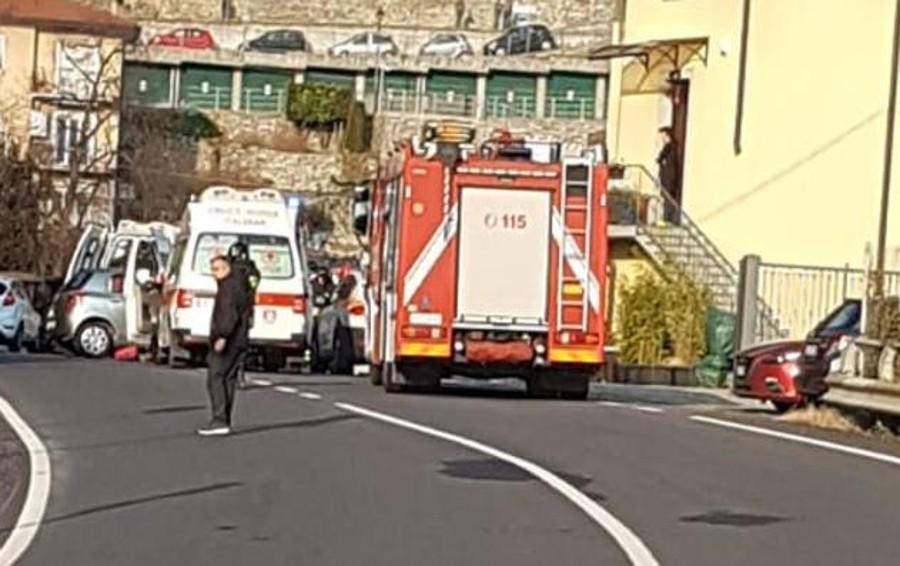 Incidente a Carate Urio Auto contro cancello
