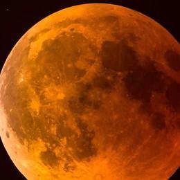 Stanotte l'eclissi  Arriva la luna rossa