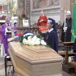 Cantù, l'addio a Maria Casati  tra le  crocerossine. Folla al Santuario