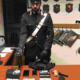 Nascondeva droga e una pistola Spacciatore arrestato a Bregnano