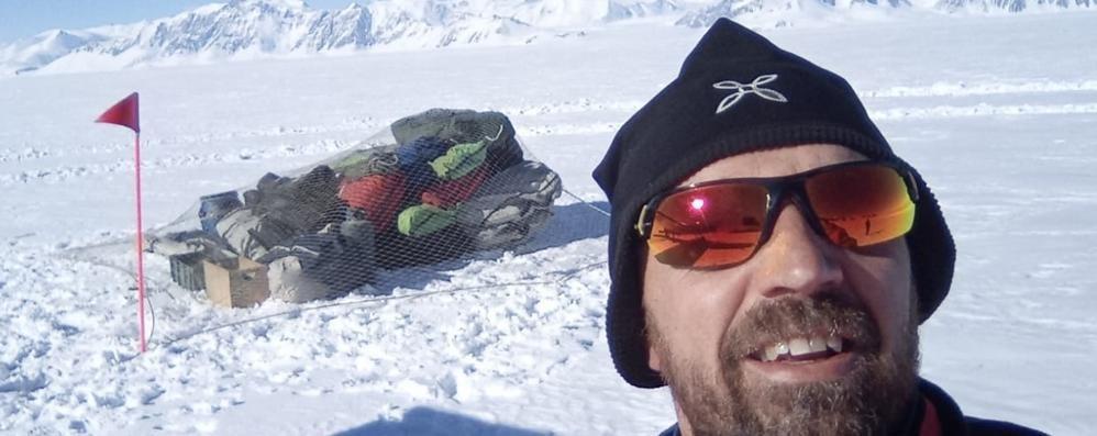 Pompiere in missione   Dall'Antartide si collega  con il figlio a scuola