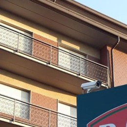 Ladri acrobati a Cantù  Scalano quattro piani
