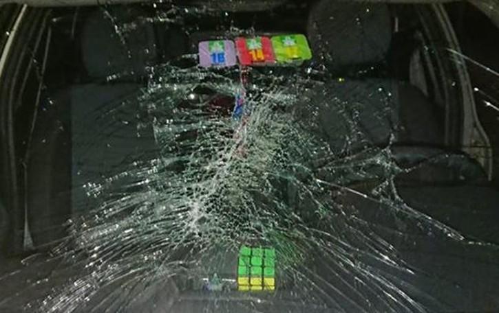 Oggetto cade da un camion  Automobilista rischia la vita