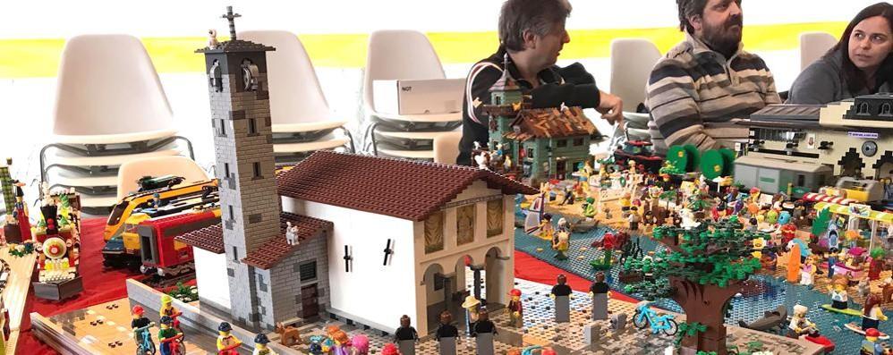 Albese, folla alla mostra dei Lego  Tra le costruzioni spunta il Ghisallo