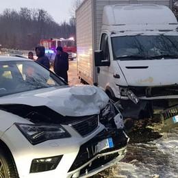 Incidente a Cucciago Scontro tra auto e furgone