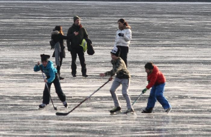 C'è anche chi gioca a hockey