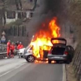 Porlezza, bloccato nell'auto  «Così l'ho salvato dalle fiamme»