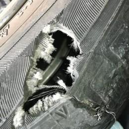 Petardo esplode mentre passa un'auto  «Petizione contro i botti a Magreglio»