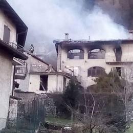 Stufa accesa, poi il fuoco  Famiglia con due bimbi  sfollata a Valbrona