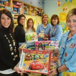 Appiano, il gesto solidale dell'asilo  Giochi ai bimbi in ospedale