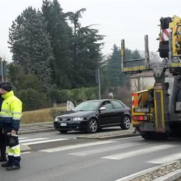 Camion perde la cisterna  Traffico paralizzato a Mariano