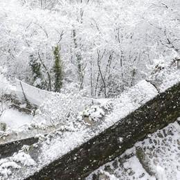 Scuole superiori chiuse per neve Su elementari e medie  il prefetto scarica sui sindaci  A Como tutto chiuso
