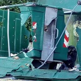 Bomba carta nel cassonetto   Forte botto, danni e tanta paura