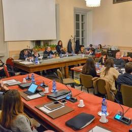 Como, maggioranza spaccata  Da opposizioni e Forza Italia  ok alla commissione sicurezza
