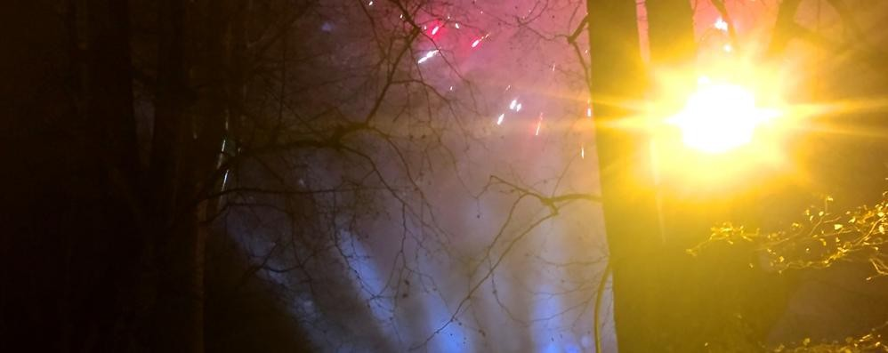 Gli incendi fanno paura. Fuochi d'artificio, il divieto c'è ovunque