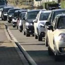 """Fino, il """"girone"""" fa discutere  «Traffico e auto ferme,  qui è tutto come prima»"""