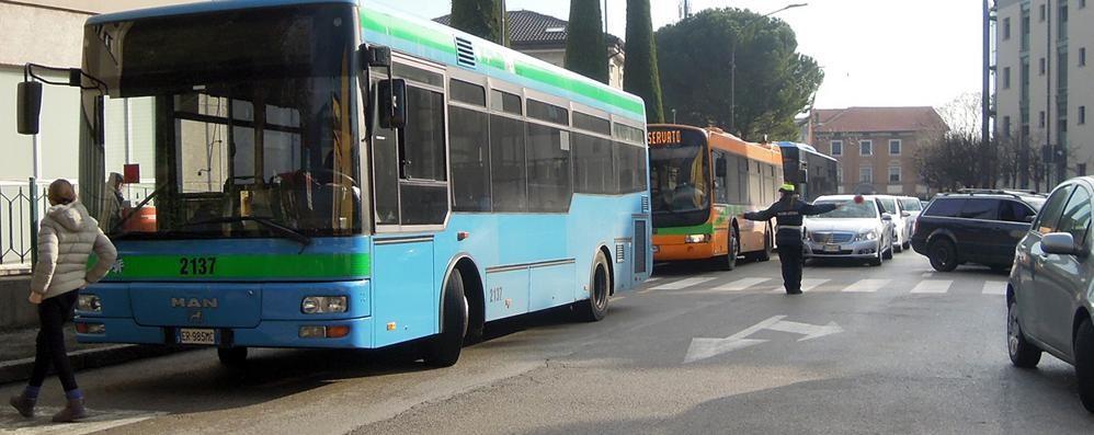 Stop agli aiuti per gli scuolabus  «A Erba tariffe secondo il reddito»