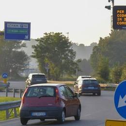 Autostrada chiusa, altra notte di code  Il Comune: «Stop chiusure nel weekend»