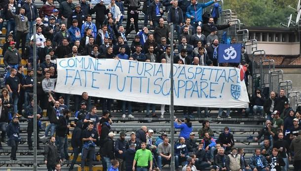 Como, protesta dei tifosi per lo stadio.  Nel mirino il Comune