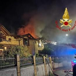Incendio a Solbiate A fuoco un tetto