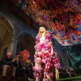 Magia e talento  Tess si svela  al fashion show