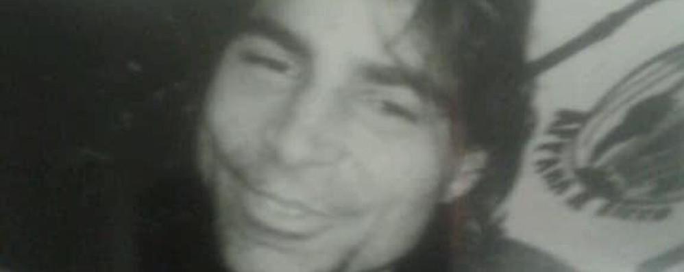 Mistero sulla morte del canturino  Gli amici: «Vogliamo la verità»