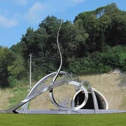 Nove metri di scultura  alla rotonda di Pusiano