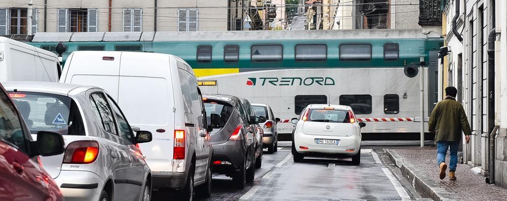 Pioggia e guasti, lunedì nero dei trasporti  Migliaia di pendolari appiedati