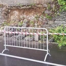 San Fermo, crolla muretto  lungo la Garibaldina