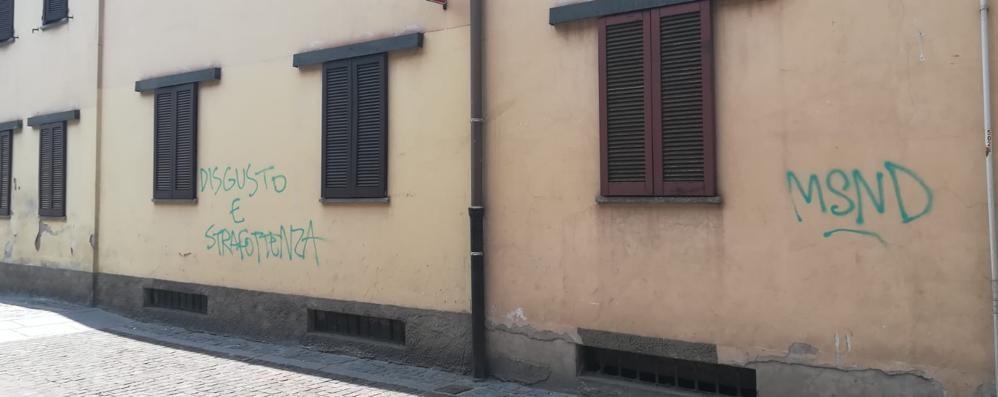 Turate, 10 mesi all'ultras imbrattatore  Pena scontata: cancellate le scritte