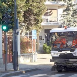 Erba, pulizia dimezzata, strade sporche  Crevenna e Arcellasco protestano