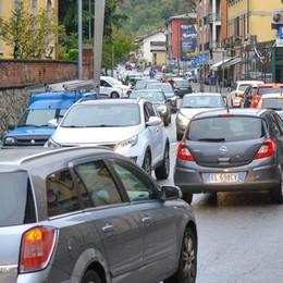 Incubo traffico, va sempre peggio  Mezz'ora per due chilometri (video)
