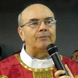 """Cantù, il parroco taglia le messe  E """"striglia"""" i fedeli"""
