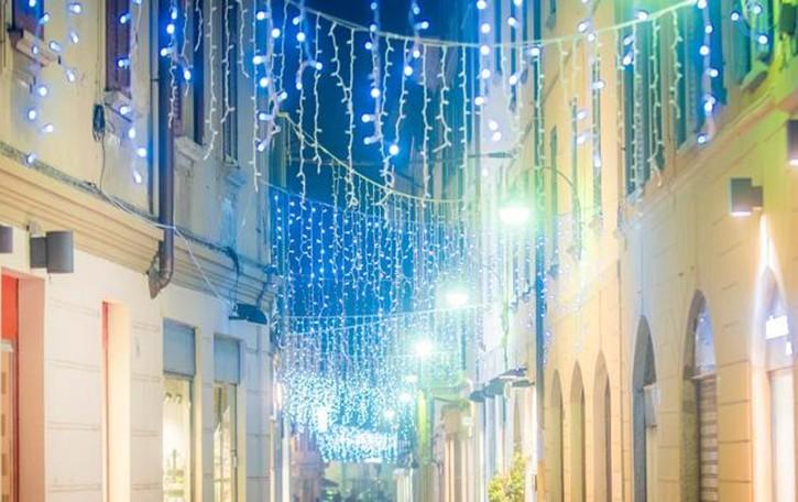 Le luminarie costano di più  Ora il Comune chiede 150 euro