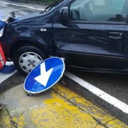 Vertemate, l'auto fa la curva   e viene trafitta da un palo