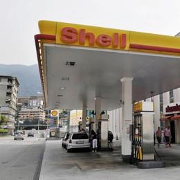 Benzina in Svizzera?  La proposta  dell'ecotassa   per tagliare le emissioni