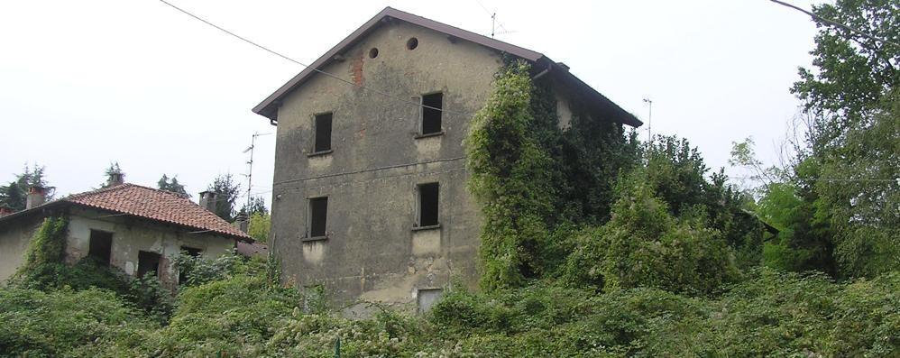 Cantù, edifici abbandonati   Sigilli a Fecchio e alla Stecav