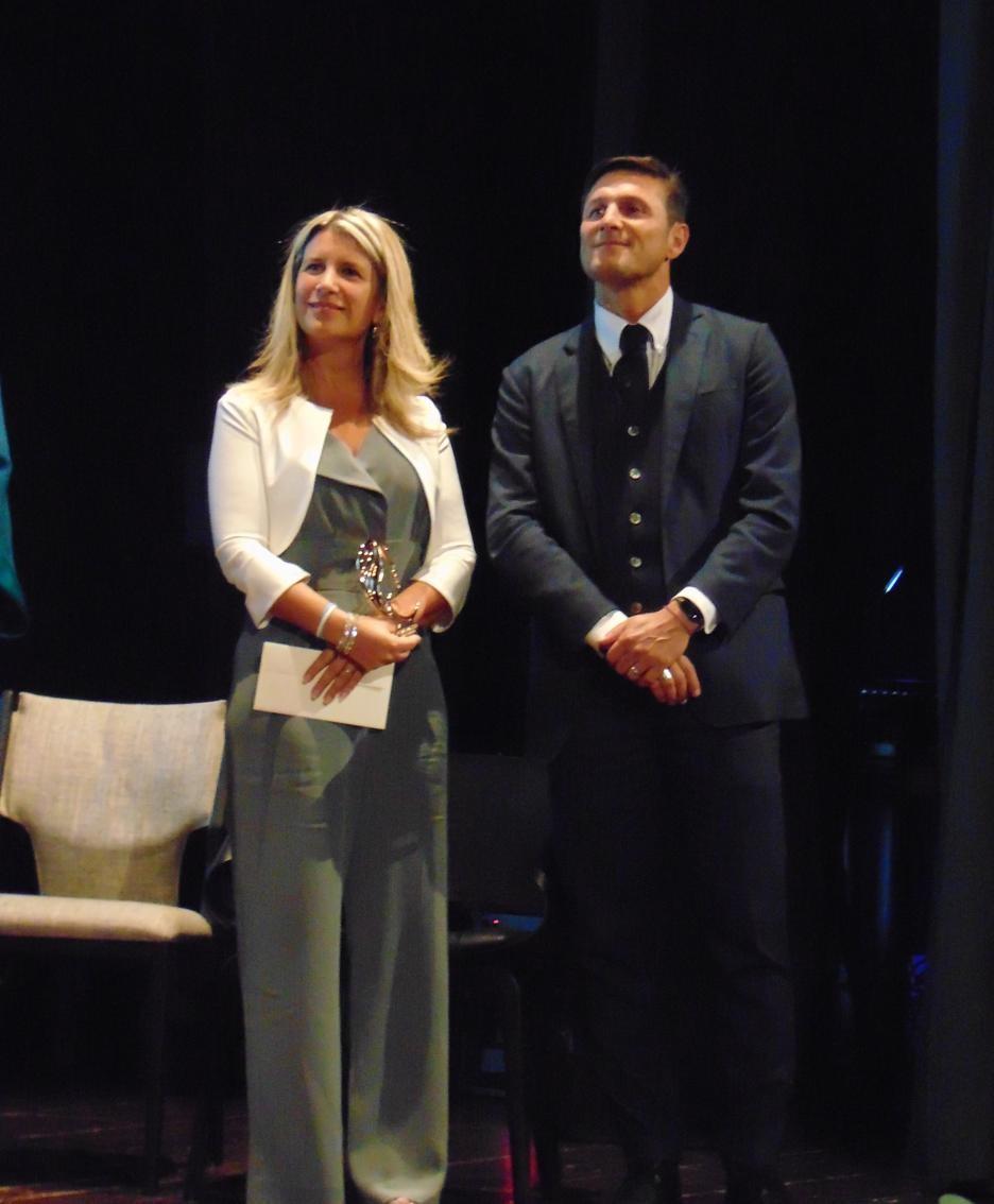 Paula De La Fuente con il marito,  Javier Zanetti, al teatro San Teodoro